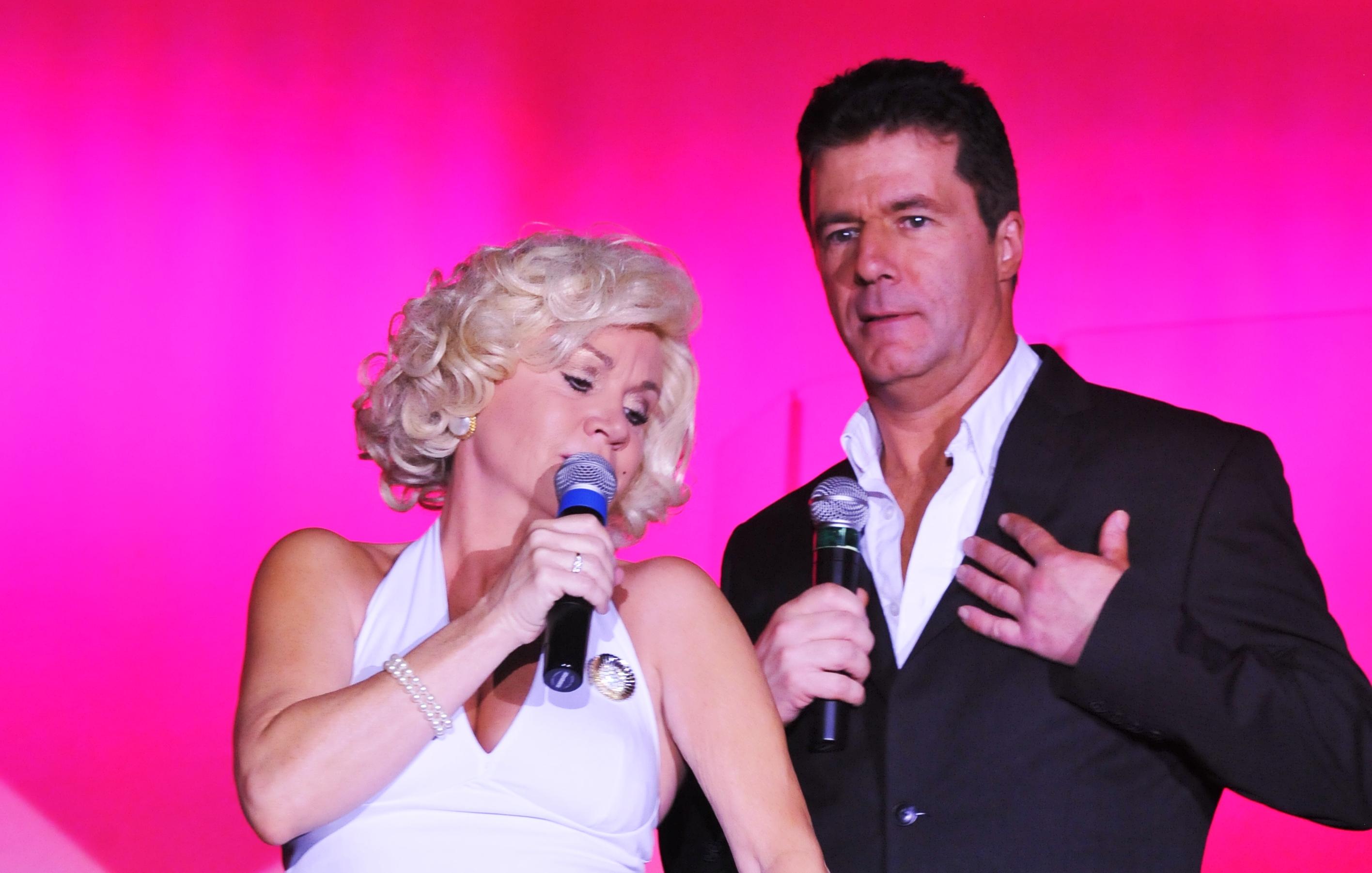 Marilyn Sings to Simon in Vegas